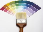 Farbfächer und Malerpinsel